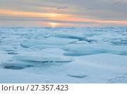 Купить «Восход солнца над Байкальскими торосами», фото № 27357423, снято 1 марта 2017 г. (c) Овчинникова Ирина / Фотобанк Лори