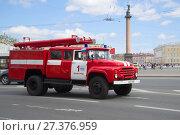 Купить «Пожарная  автоцистерна на базе ЗИЛ-130 принимает участие в ежегодном параде ретро транспорта. Санкт-Петербург», фото № 27376959, снято 21 мая 2017 г. (c) Виктор Карасев / Фотобанк Лори