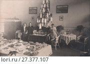 Купить «Празднование Нового года в дореволюционной России», фото № 27377107, снято 18 января 2019 г. (c) Retro / Фотобанк Лори
