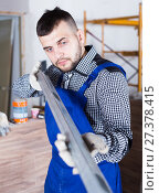 Купить «Constructor is looking at the level of the profile», фото № 27378415, снято 3 июня 2017 г. (c) Яков Филимонов / Фотобанк Лори