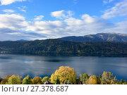 Купить «Раннее осеннее утро в городке Милльштатт-ам-Зе (Millstatt am See) на берегу озера Mилльштеттер. Австрия», фото № 27378687, снято 8 октября 2017 г. (c) Bala-Kate / Фотобанк Лори