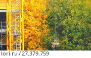 Купить «wheelbarrow is suspended on crane», видеоролик № 27379759, снято 19 декабря 2017 г. (c) BestPhotoStudio / Фотобанк Лори