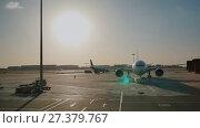 Купить «The plane leaves for the runway for the flight. Evening at sunset. Beijing. China.», видеоролик № 27379767, снято 9 января 2018 г. (c) Mikhail Davidovich / Фотобанк Лори