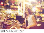 Купить «female musician playing drum kit at music store», фото № 27381767, снято 11 декабря 2014 г. (c) Syda Productions / Фотобанк Лори