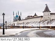 Купить «View of the Kazan Kremlin and Kul-Sharif Mosque, Kazan, Russia», фото № 27382983, снято 3 января 2018 г. (c) Юлия Бабкина / Фотобанк Лори