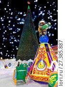 Купить «Winter carousel park forest snow. Christmas tree in the town square», фото № 27385887, снято 10 января 2016 г. (c) Евгений Ткачёв / Фотобанк Лори