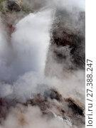 Bolshoi geyser, Geysers Valley, Kronotsky Reserve, Kamchatka. Извержение гейзера Большой, Долина гейзеров, Кроноцкий заповедник, Камчатка (2017 год). Редакционное фото, фотограф Роза Ибрагимова / Фотобанк Лори