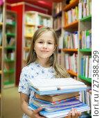 Купить «first grader in school library.», фото № 27388299, снято 23 мая 2019 г. (c) Дарья Филимонова / Фотобанк Лори