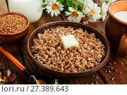 Купить «Гречка с маслом в керамической тарелке», фото № 27389643, снято 24 апреля 2017 г. (c) Надежда Мишкова / Фотобанк Лори