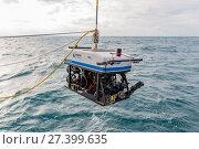 Спуск подводного аппарата осмотрового класса Sperre SUB-fighter 15K (2017 год). Редакционное фото, фотограф Алексей Шматков / Фотобанк Лори