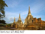 Солнечное утро на руинах буддистского храма Wat Phra Si Sanphet. Аюттхая. Таиланд (2017 год). Стоковое фото, фотограф Виктор Карасев / Фотобанк Лори