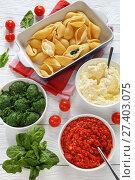 Купить «pasta shells with ingredients for filling», фото № 27403075, снято 13 января 2018 г. (c) Oksana Zh / Фотобанк Лори