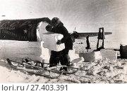 Начальник советской полярной экспедиции Иван Папанин. Дрейф на льдине после зимовки на Северном полюсе. 1938 год. Редакционное фото, фотограф Retro / Фотобанк Лори