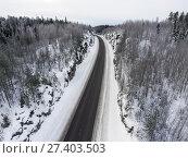 Купить «Асфальтовая дорога в горном перевале в зимнее время», фото № 27403503, снято 10 января 2018 г. (c) Кекяляйнен Андрей / Фотобанк Лори
