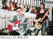Купить «Young rock-n-roll teenagers are deciding on suitable amp», фото № 27404251, снято 14 февраля 2017 г. (c) Яков Филимонов / Фотобанк Лори