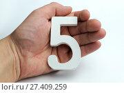 Купить «Hands holding five digit», фото № 27409259, снято 6 февраля 2017 г. (c) Григорий Алехин / Фотобанк Лори