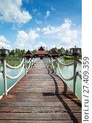 Купить «The bridge over the river to the house», фото № 27409359, снято 11 ноября 2016 г. (c) Григорий Алехин / Фотобанк Лори