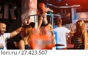 Купить «positive man and woman joying and dancing on party in the club», видеоролик № 27423507, снято 11 сентября 2017 г. (c) Яков Филимонов / Фотобанк Лори