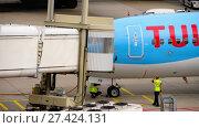 Купить «TUI Fly Boeing 737 taxiing ends», видеоролик № 27424131, снято 29 июля 2017 г. (c) Игорь Жоров / Фотобанк Лори