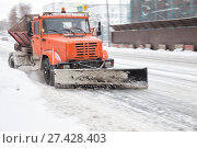 Купить «Snowplow cleans the road and sprinkles with sand», фото № 27428403, снято 7 января 2018 г. (c) Юлия Бабкина / Фотобанк Лори