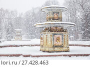 Купить «Peterhof in winter. Roman fountains in the Lower Park of Peterhof in heavy snowfall», фото № 27428463, снято 22 января 2018 г. (c) Юлия Бабкина / Фотобанк Лори