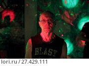 Купить «Танцы с инструктором на свободной площадке свете софитов», эксклюзивное фото № 27429111, снято 21 января 2018 г. (c) Дмитрий Неумоин / Фотобанк Лори