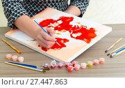 Купить «Woman's hand draws a painting with a brush and paints», фото № 27447863, снято 6 декабря 2017 г. (c) Володина Ольга / Фотобанк Лори