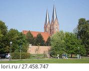 Купить «St.Trinitatis Church - Klosterkirche Sankt Trinitatis, Neuruppin, Brandenburg, Germany», фото № 27458747, снято 20 октября 2019 г. (c) age Fotostock / Фотобанк Лори