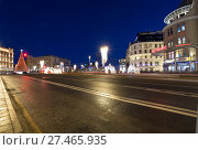 Купить «Christmas (New Year holidays) decoration Lubyanskaya (Lubyanka) Square in the evening, Moscow, Russia», фото № 27465935, снято 9 января 2018 г. (c) Владимир Журавлев / Фотобанк Лори