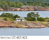 Купить «Life on small islands. Traditional Scandinavian white wooden house. Aland Islands, Finland», фото № 27467423, снято 2 сентября 2017 г. (c) Валерия Попова / Фотобанк Лори