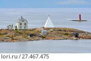 Купить «Необитаемый скалистый остров Kobba Klintar с маяком. Аландские острова, Финляндия», фото № 27467475, снято 2 сентября 2017 г. (c) Валерия Попова / Фотобанк Лори