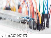 Купить «Беспаечная макетная плата, доска для прототипирования с проводами», фото № 27467975, снято 12 декабря 2017 г. (c) Алексей Букреев / Фотобанк Лори