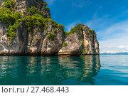 Купить «turquoise clean water beautiful landscape, high cliff in Thailand. Krabi Resort», фото № 27468443, снято 10 ноября 2016 г. (c) Константин Лабунский / Фотобанк Лори