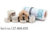 Купить «Российские деньги и домик на белом фоне», фото № 27468655, снято 23 января 2018 г. (c) Наталья Осипова / Фотобанк Лори