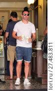Купить «Robbie Keane grabs coffee in a white t-shirt and jean shorts Featuring: Robbie Keane Where: Beverly Hills, California, United States When: 22 Jul 2016 Credit: WENN.com», фото № 27483811, снято 22 июля 2016 г. (c) age Fotostock / Фотобанк Лори