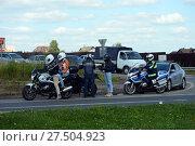 Купить «Инспекторы дорожно-патрульной службы полиции проводят профилактический рейд на трассе», фото № 27504923, снято 12 августа 2017 г. (c) Free Wind / Фотобанк Лори