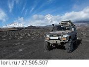 Купить «Японская автомашина Toyota Land Cruiser Prado в горах», фото № 27505507, снято 20 октября 2018 г. (c) А. А. Пирагис / Фотобанк Лори
