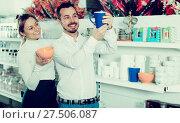 Купить «Couple choosing new crockery in dinnerware store», фото № 27506087, снято 8 февраля 2017 г. (c) Яков Филимонов / Фотобанк Лори