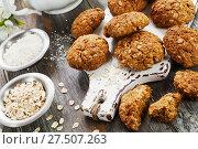 Купить «Овсяные печенья с кокосовой стружкой», фото № 27507263, снято 28 ноября 2017 г. (c) Надежда Мишкова / Фотобанк Лори