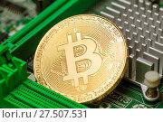 Купить «Золотой биткоин на системной плате», фото № 27507531, снято 27 января 2018 г. (c) Иван Карпов / Фотобанк Лори