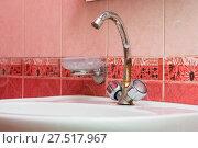 Купить «Wash basin mounted with a rusty crane», фото № 27517967, снято 18 июня 2019 г. (c) easy Fotostock / Фотобанк Лори