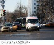 Купить «Автомобиль скорой медицинской помощи. Свободный проспект. Район Новогиреево. Город Москва», эксклюзивное фото № 27520847, снято 25 января 2018 г. (c) lana1501 / Фотобанк Лори