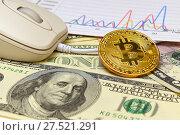 Купить «Золотая монета Bitcoin, доллары и графики», эксклюзивное фото № 27521291, снято 30 января 2018 г. (c) Юрий Морозов / Фотобанк Лори
