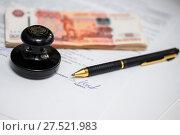 Купить «Бизнес натюрморт. Подпись под документом. Шариковая ручка, российские деньги и печать организации лежат на деловых бумагах», эксклюзивное фото № 27521983, снято 29 января 2018 г. (c) Игорь Низов / Фотобанк Лори