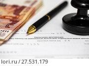 Купить «Пора платить налоги. Шариковая ручка, печать организации, пятитысячные купюры и налоговая декларация на вменённый доход», эксклюзивное фото № 27531179, снято 29 января 2018 г. (c) Игорь Низов / Фотобанк Лори