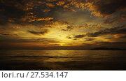 Купить «Tropical sea sunset on the beach, timelapse», видеоролик № 27534147, снято 22 января 2018 г. (c) Михаил Коханчиков / Фотобанк Лори