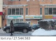 Купить «Автобусная остановка на Волгоградском проспекте», эксклюзивное фото № 27544583, снято 1 февраля 2018 г. (c) Дмитрий Неумоин / Фотобанк Лори