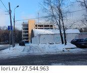 Купить «Многоярусный паркинг. Открытое шоссе, 30а. Район Метрогородок. Город Москва», эксклюзивное фото № 27544963, снято 23 января 2018 г. (c) lana1501 / Фотобанк Лори