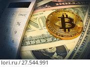 Купить «Золотая монета биткоин, калькулятор и доллары», эксклюзивное фото № 27544991, снято 30 января 2018 г. (c) Юрий Морозов / Фотобанк Лори