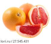 Купить «Розовый грейпфрут с ломтиками изолированно на белом фоне», фото № 27545431, снято 27 июня 2013 г. (c) Литвяк Игорь / Фотобанк Лори